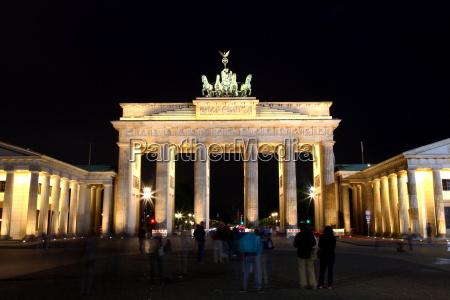 iluminado puerta gantry vista berlin alemania