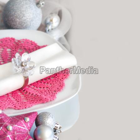 fuchsia pink christmas table setting