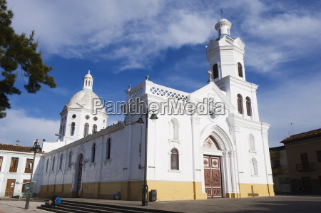 arquitectura iglesia horizontalmente al aire libre
