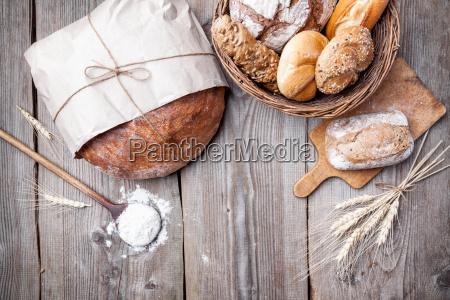 delicioso pan fresco sobre fondo de