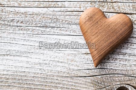 corazon de madera hecho a mano