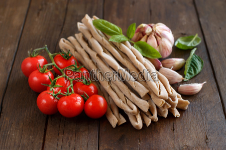 whole wheat pasta vegetables and