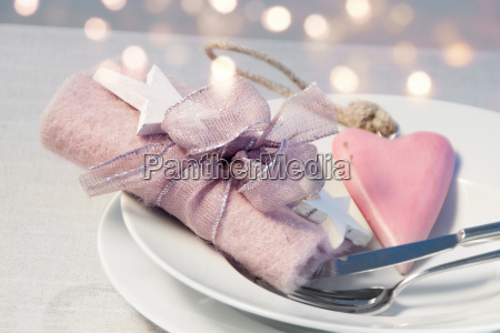 romantic table decoration for a christmas