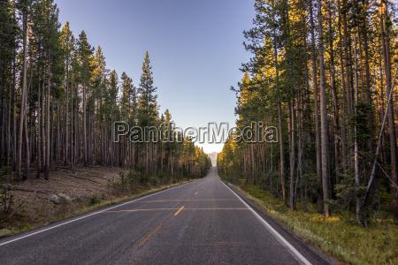 highway leaving yellowstone