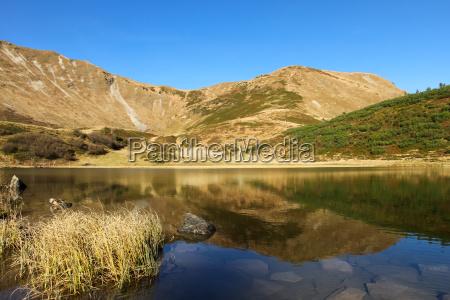 montanyas alpes reflexion de agua dulce