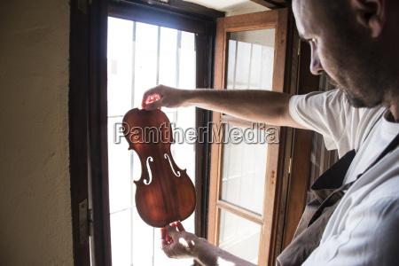 personas gente hombre artesano musica instrumento