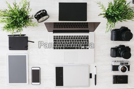 escritorio del fotografo con la tableta