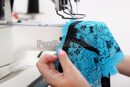 cose ropa interior maquina de coser