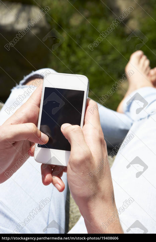 chica, adolescente, usando, el, teléfono, móvil - 19408606