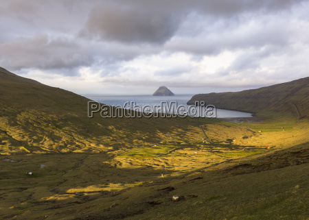 sandvik litli dimon island in background