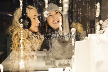 mujer risilla sonrisas amistad estilo de