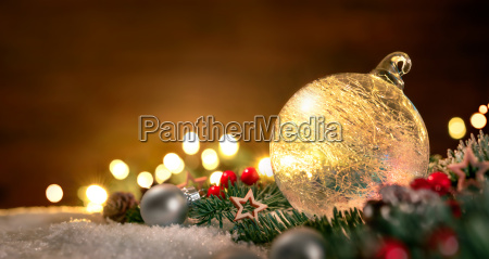 bola de navidad transparente y decoraciones