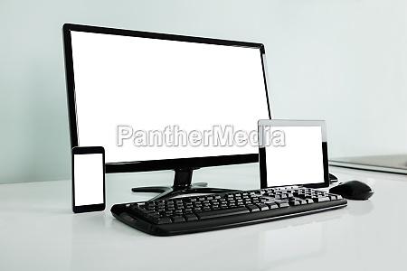 escritorio de la computadora con la