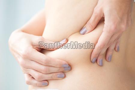 grasa localizada en la espalda de