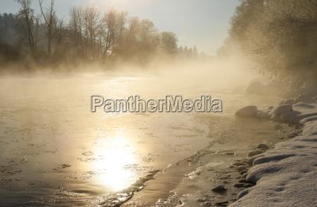 invierno frio niebla hielo rio agua