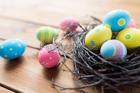 cerca de huevos de pascua de