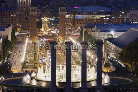 paseo viaje ciudad noche espanya fuente