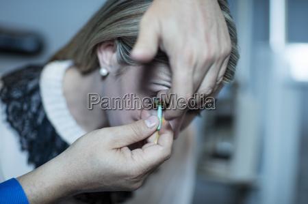 medico optico prueba interior tratamiento comprobar