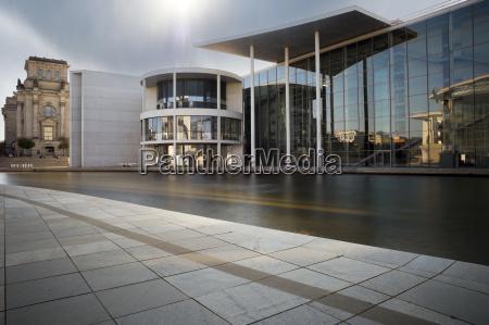 nube edificio de oficinas construccion luz