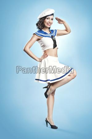 mujer llevando marinero traje pin up