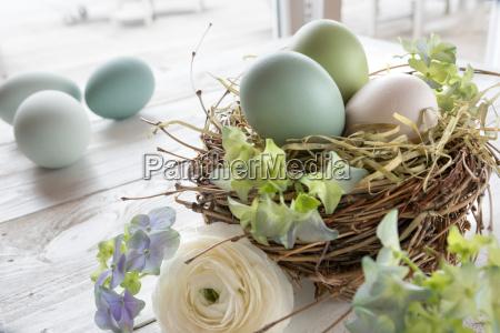 bodegones con huevos de pascua en