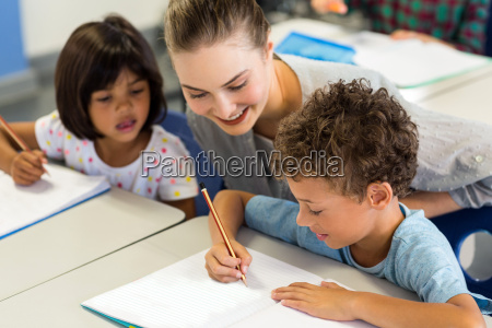 mujer risilla sonrisas carrera escribir profesor