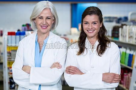 medico mujer risilla sonrisas hermoso bueno