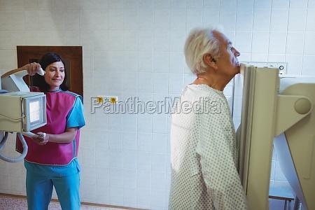 medico mujer trabajo medicinal femenino espacio