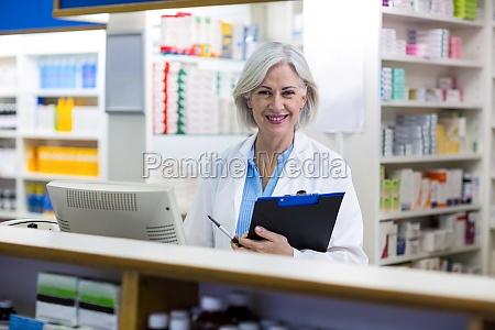 medico mujer risilla sonrisas trabajo salud