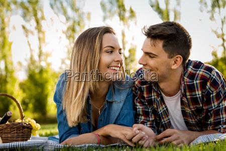 parque romantico verano veraniego encantado feliz