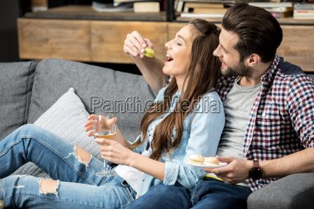 joven pareja enamorada