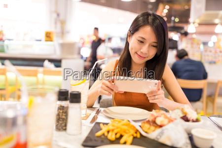 mujer telefono cafe restaurante personas gente
