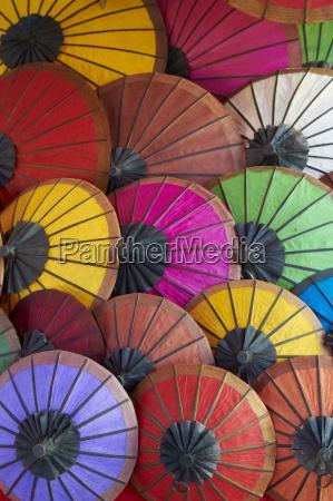 paseo viaje asia colorido paraguas compras