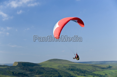 paragliding off mam tor derbyshire peak