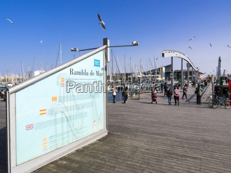 espanya barcelona puente peatonal en el