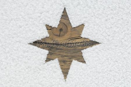estrella de navidad tallada en tablero