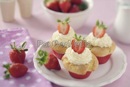 strawberry muffins con mascarpone recubrimiento en