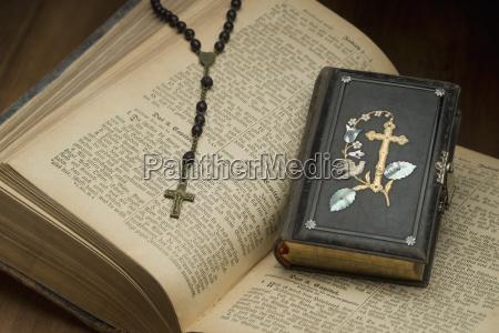 escribir religion antiguo cuero ornamento fuente
