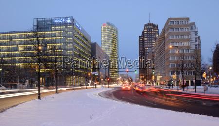 paseo viaje ciudad invierno trafico coche