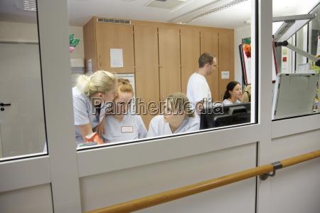 alemania friburgo estacion de enfermeras en