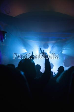 multitud en concierto