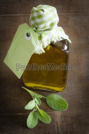 aceite de oliva salvia en botella