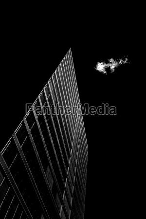 contraste nube negro suave edificio de