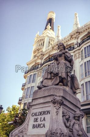 escribir paseo viaje monumento estatua escultura