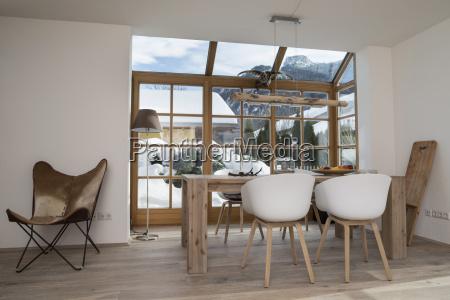 mesa de comedor y sillas de