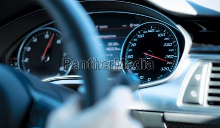 tablero de instrumentos velocimetro detalle coche