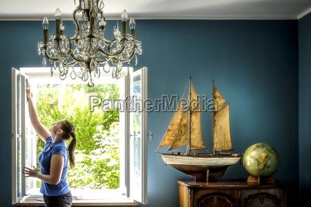interior del hogar con modelo de
