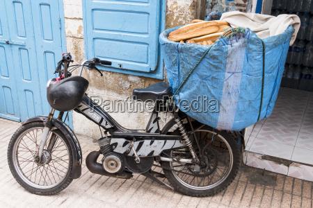 pan paseo viaje trafico ciclomotor vehiculo