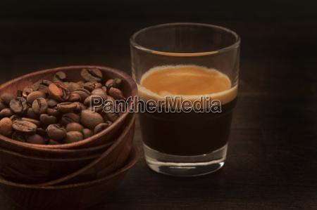 tazon de granos de cafe y
