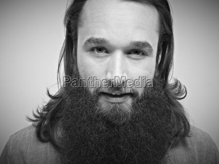 retrato del hombre adulto medio sonriendo
